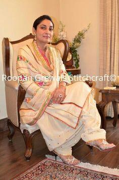 Wonderful suit Punjabi Suits Designer Boutique, Boutique Suits, Indian Designer Suits, Indian Suits, Indian Wear, Punjabi Suits Party Wear, Punjabi Salwar Suits, Patiala, Salwar Kameez