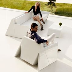 Vondom Rest Collection has simply forms, pure lines and contemporary design which are the concepts that sum up one of the latest outdoor furniture collections designed by Studio A-cero. Wicker Furniture, Garden Furniture, Furniture Design, Outdoor Furniture, Outdoor Areas, Outdoor Seating, Table Seating, Chaise Longue Design, Modular Structure
