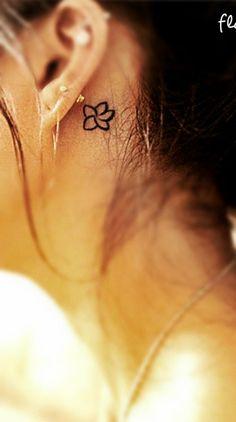 Petite fleur Idées de tatouage - Club Tatouage