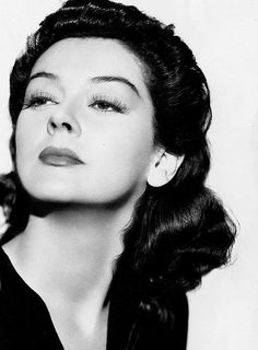Rosalind Russell (June 1907 – November was an American actress of stage and known for her role as fast-talking newspaper reporter Hildy Johnson in the Howard Hawks screwball comedy His Girl Friday as well as the role of Mame Dennis in Auntie Mame Old Hollywood Glamour, Hollywood Actor, Golden Age Of Hollywood, Vintage Hollywood, Hollywood Stars, Classic Hollywood, Vintage Tv, Vintage Beauty, Vintage Photos