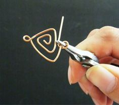 Jewelry Making Tutorials Learn How To Make Jewelry - Beading & Wire Jewelry Classes : FREE Wire Jewelry Tutorial Part 2: Making Shapes