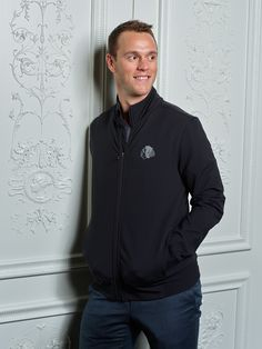 😎 Jonathan Toews is wearing the lululemon Mainstay Jacket. Stop by the Blackhawks Store on Michigan Avenue or 📞 us at to purchase! Kings Hockey, Hockey Girls, Hockey Mom, Ice Hockey, Field Hockey, Blackhawks Store, Blackhawks Hockey, Chicago Blackhawks, Captain My Captain