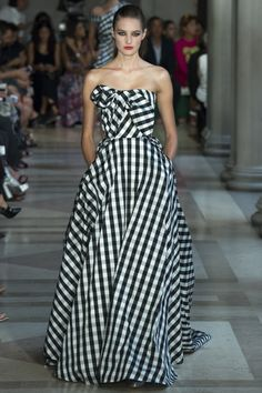 Carolina Herrera Spring 2017 Ready-to-Wear Fashion Show - Sanne Vloet