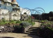 Hand forged wrought iron pergolas (also known as arbours or tunnel arches) are the ideal choice for the garden because they look lighter and more elegant than other materials. Iron Pergola, Gazebo Pergola, Pergola With Roof, Planter Boxes, Planters, Steep Backyard, Building A Patio, Porch Area, Neutral Color Scheme