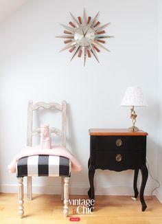 mesita negra y reloj sol · sunburst clock and black bedside table