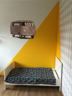 Boys room Kinderkamer jongen Okergeel Volkswagen bus