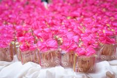 Green and Pink Carriage tokens for guests Big Day, Wedding Inspiration, Wedding Photography, Table Decorations, Bedroom, City, Green, Pictures, Photos
