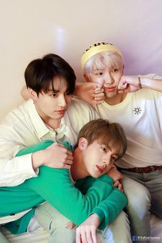 Are you a huge BTS fan? Did you familiar with all BTS MV, even the smallest details? Why not take this quiz to test yourself on how much do you know about BTS music video! Namjin, Vlive Bts, Bts Bangtan Boy, Jungkook And Jin, Bts Taehyung, Jhope, Foto Bts, Jung Hoseok, K Pop