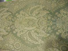 Document d'un lampas dentelle dit Persienne, Tours,début XVIIIème siècle. Fond satin vert lancé crème. Provenance: Collection Le Manach