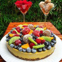 Raw Vegan no oil/gluten Mango cheesecake with bliss balls, mixed berries & kiwis Raw Vegan Cheesecake, Mango Cheesecake, Raw Vegan Desserts, Raw Vegan Recipes, Vegan Dessert Recipes, Cheesecake Recipes, Vegan Food, Healthy Recipes, Dairy Free Treats