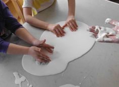 : Oobleck - corn starch and water 4 Kids, Diy For Kids, Salt Dough, Play To Learn, Kids And Parenting, Montessori, Activities For Kids, Diy And Crafts, Have Fun