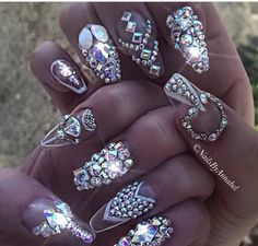 Dreaming of these beautiful blinged out nails by oh so talented @NailsByAnnabel