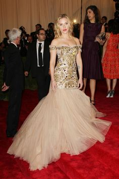 Scarlett Johansson Photos Photos - Scarlett Johansson walks the red carpet at the Met Gala at the Metropolitan Museum of Art in NYC. - Celebs on the Red Carpet at the Met Gala in NYC