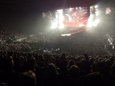 RT @codenix: The crowd are wanting it all too! @adamlambert @DrBrianMay @queenwillrock #qal pic.twitter.com/uu64S87qtM