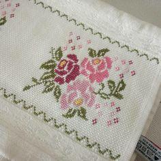 Cross Stitch House, Cross Stitch Art, Cross Stitch Flowers, Cross Stitch Embroidery, Cross Stitch Patterns, Le Blog De Vava, Ethnic Bag, Diy And Crafts, Shabby