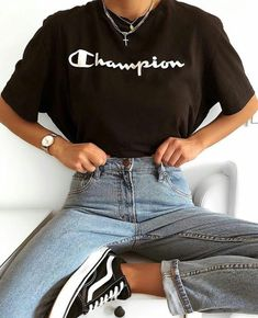 ғᴏʟʟᴏᴡ ᴍᴇ @ ᴇᴍᴍᴀ_ᴇᴍᴍᴀ ᴡᴇᴇᴋʟʏ ғᴏʟʟᴏᴡ ғᴏʟʟᴏᴡ @ ᴇᴍᴍᴀ_ᴇᴍᴍᴀ ☆ Outfit Inspiration einfache Mode C Sporty Outfits, Teen Fashion Outfits, Retro Outfits, Cute Casual Outfits, Look Fashion, Summer Outfits, Sporty Fashion, Simple Outfits, Converse Fashion