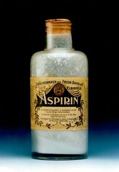 Aspirin - On March the Imperial Patent Office in Berlin registered Aspirin, the brand name for Acetylsalicylic acid, on behalf of the German pharmaceutical company Friedrich Bayer Apothecary Bottles, Antique Bottles, Vintage Bottles, Vintage Tins, Bottles And Jars, Vintage Labels, Glass Bottles, Old Medicine Bottles, Vintage Medical