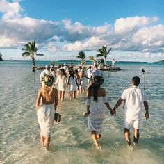 How dreamy is this wedding ceremony location? We're loving the all white dress code too! Spotted via @designlovefest & @showmeyourmumu #destinationwedding #dreamwedding #islandvibes