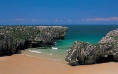Playa de Cuevas del Mar en Llanes, playas de Asturias.
