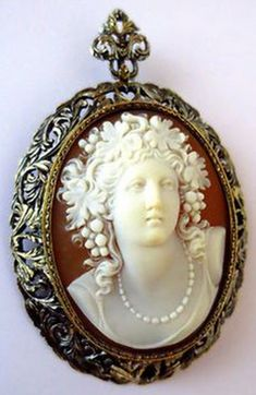 Magnificent Antique 18K GOLD CAMEO BACCHANTE Grapes BROOCH PENDANT artist sign