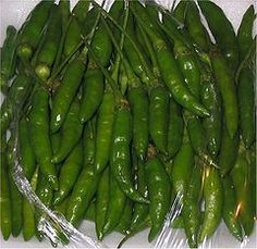 Capsicum frutescens – Wikipédia, a enciclopédia livre Fruit And Veg, Fruits And Vegetables, Hottest Chili Pepper, Some Like It Hot, Stuffed Hot Peppers, Vitamin C, Container Gardening, Asparagus, Green Beans