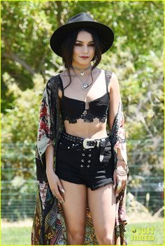 vanessa hudgens has arrived at coachella 2017 see pics of her outfit 02