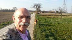 Das freut das Herrchen und den Hund, die Sonne scheint und es wird bunt. ;-)