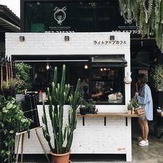 I'm Just A Vintage Soul: Top Vintage Coffee Shops in London! Cafe Restaurant, Restaurant Design, Small Coffee Shop, Coffee Store, Coffee Shop Japan, Japanese Coffee Shop, Cafe Shop Design, Cafe Interior Design, Brewery Interior