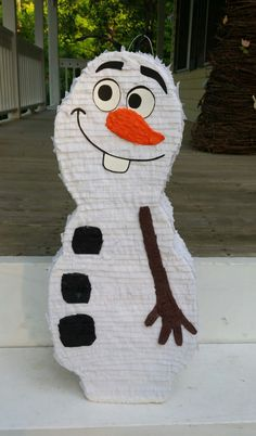 OLAF Pinata.Frozen movie birthday