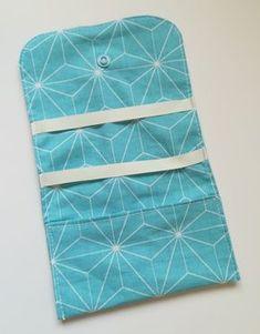 Tuto couture - cousez facilement une pochette à barrettes et élastiques. Tuto à retrouver sur mon blog motifs-addict.fr !