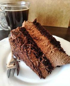 Prawdziwych czekoladożercow zapraszam na lekki tort z musem czekoladowym. #czekolada #czekoladowelove #kuchniaupoli #tort
