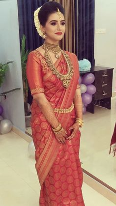63 Ideas Indian Bridal Saree Silk Beautiful For 2019 Bridal Hairstyle Indian Wedding, Indian Bridal Outfits, Indian Bridal Fashion, Indian Bridal Wear, South Indian Bride Hairstyle, Indian Bridal Jewelry, Indian Bridal Hairstyles, Indian Wedding Makeup, Bride Hairstyles