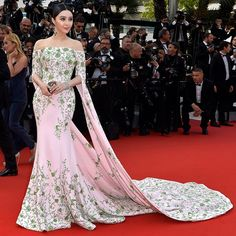 Chinese superstar Fan Bingbing wearing Ralph & Russo to the opening ceremony of the 68th Cannes Film Festival @bingbing_fan #ralphandrusso #couture #fanbingbing #bingbingfan #cannes2015 #cannesfilmfestival #cannes #redcarpet