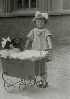 Children Doll Prams Teddy Bear Photo Plus Vintage Children Photos, Images Vintage, Vintage Girls, Vintage Photographs, Vintage Postcards, Old Dolls, Antique Dolls, Dolls Prams, Bear Photos
