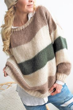 Best 11 31 Fall Outfits For Teen Girls outfit fashion casualoutfit fashiontrends – SkillOfKing. Knitting Daily, Jumper Outfit, Knit Fashion, Color Block Sweater, Striped Knit, Cute Shirts, Knitwear, Knit Crochet, Knitting Patterns