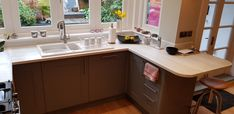 """""""What a fantastic use of our Somerset Grey range adding that modern twist to this country style shaker kitchen. With Marmo Bianco Slabtech and the professional plus Range Cooker, this design out of our Reading Woodley branch get's our Range Cooker, Shaker Kitchen, Somerset, Apollo, Country Style, Kitchen Cabinets, Tech, Reading, Twitter"""