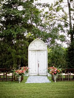 From amazing floral arches to beautiful backdrops, these stunning decor ideas are sure to make your wedding day spectacular.
