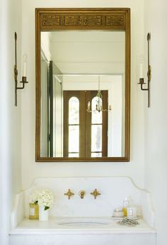 Chic powder room fea