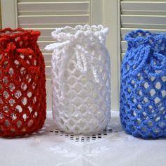 Crotchet Patterns, Granny Square Crochet Pattern, Crochet Stitches, Crochet Home, Crochet Gifts, Free Crochet, Crochet Jar Covers, Mason Jar Cozy, Crochet Decoration