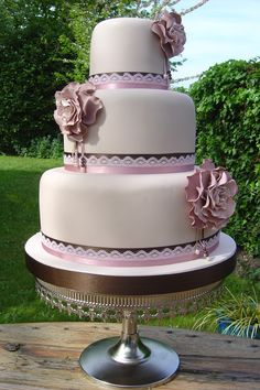 Corsage Cake by Planet Cake - I love this one. LOVE IT.