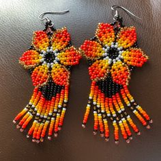 Pendientes de flores con cuentas Huichol mexicano rojo verde   Etsy Seed Bead Earrings, Flower Earrings, Beaded Earrings, Etsy Earrings, Seed Beads, Crochet Earrings, Bead Jewellery, Jewlery, Red Green