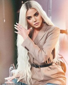 Khloe Kardashian Called Out By Fans For Photoshop Fail Khloe Kardashian Revenge Body, Estilo Khloe Kardashian, Khloe Kardashian Photos, Kardashian Family, Kardashian Jenner, Tristan Thompson, Rita Ora, Close Up, Estilo Jenner