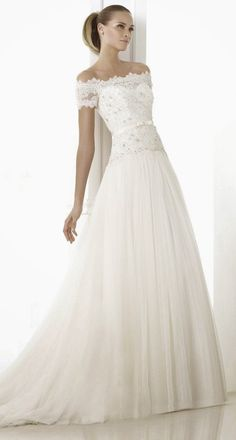 Pronovias Fashion 2015 Bridal Collection | bellethemagazine.com