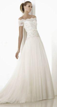 Pronovias Fashion 2015 Bridal Collection | bellethemagazine.com