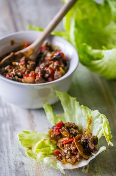 Sweet chili beef lettuce wraps from the slow cooker Spicy Recipes, Slow Cooker Recipes, Asian Recipes, Crockpot Recipes, Cooking Recipes, Sweet Chili, Sweet And Spicy, Beef Lettuce Wraps, Slow Cooked Beef