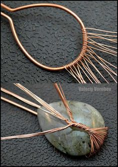 Handmade Tree of Life wire wrapped pendant - wire wrap tutorial. - Handmade Tree of Life wire wrapped pendant – wire wrap tutorial. Handmade Tree of Life wire wrapped pendant – wire wrap tutorial. Copper Wire Jewelry, Wire Jewelry Making, Wire Jewelry Designs, Handmade Wire Jewelry, Diy Jewelry Tutorials, Jewelry Crafts, Jewelry Art, Copper Wire Crafts, Copper Wire Art