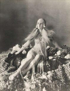 Master Manipulator or Emotionally Rash: Cleopatra in Shakespeare's Antony and Cleopatra