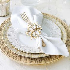 Love the flatware wrapped in the napkin.