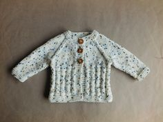 Ravelry: Charlie Baby Cardigan Jacket pattern by marianna mel Baby Cardigan Knitting Pattern Free, Baby Boy Knitting Patterns, Baby Sweater Patterns, Knitted Baby Cardigan, Shrug For Dresses, Jacket Pattern, Baby Sweaters, Ravelry, Baby Jackets