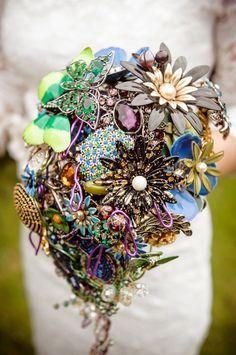 Wedding brooch bouquet THE PEACOCK EMPRESS  - vintage rhinestone - purple green blue gold  @Judith Zissman de Munck Reimer wedding-ideas